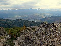 Конный поход на плато Укок : Внизу - село Джазатор (Беляши)