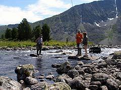 Конный поход на плато Укок : Рыбалка на реке Кара-Алаха