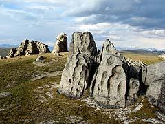Конный поход на плато Укок : Скалы в урочище Чокпартас (Шокпартас)